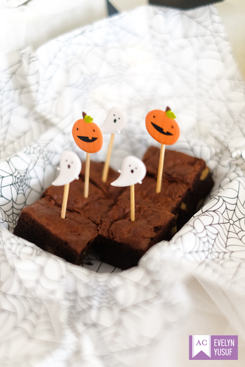Halloween treat tins details 2 by evelynpy   americancrafts